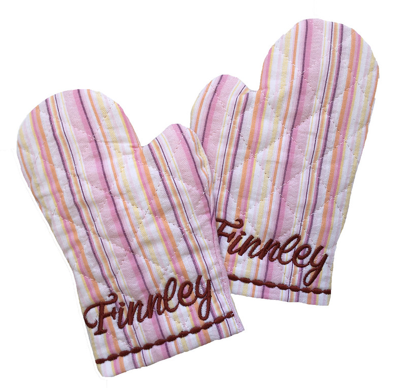 Personalized child's play oven mitt